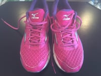 pink-and-purple Mizuno running shoes Size 9