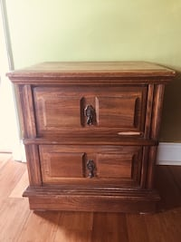 Brown wooden 2-drawer nightstand New Orleans, 70122