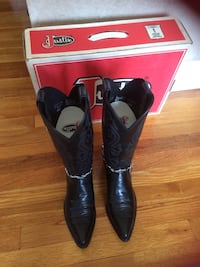 Leather Justin boots womens size 8.5 Worn 1x. Removable straps