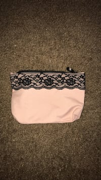 white and black floral wristlet Chattanooga, 37411