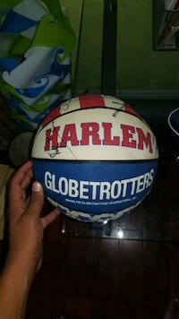 Signed by all players on the Harlem globe trotters Markham, L6B 1A8