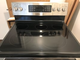 Double oven electric range - like new