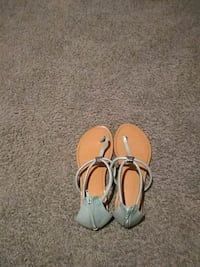 pair of white leather sandals Davenport, 52806