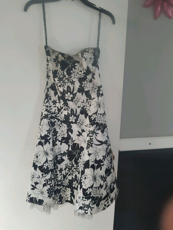 Dresses size small to medium  00a8c9dc-3ab2-4e40-bbae-4666b8bb1cf0
