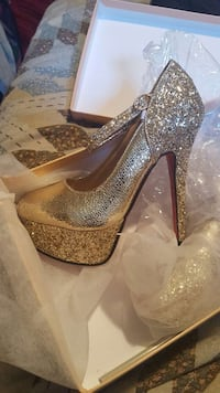Brand new Gold heels Oxon Hill, 20745