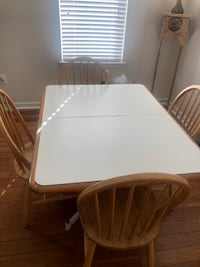 Kitchen table and 4 chairs Bowie, 20716