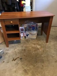 Sleek Wooden Desk Rockville, 20852