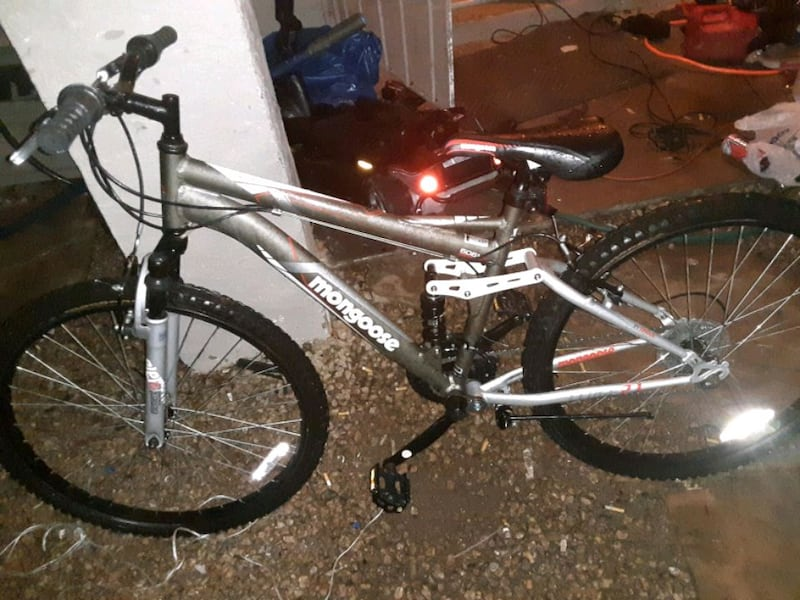 Sold Mongoose 24 Ledge 2 1 Boys Mountain Bike Silver Red In