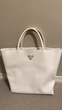 white leather Guess hand bag