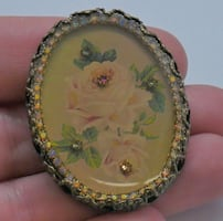 VINTAGE PIN BROOCH WITH ROSE AND COLORED STONES. VERY GOOD CONDITION.