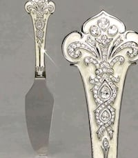 Crystal cake cutter