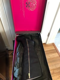 Vince Camuto Leather Boots  Los Angeles, 91331