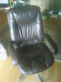 black leather office rolling armchair Monroe, 71202