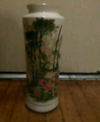 white and green floral ceramic vase Los Angeles, 90019