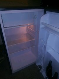 Mini fridge 4 cubic ft St. Clair Shores, 48081