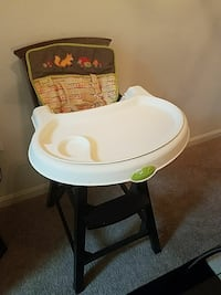 baby's black and white Summer high chair 25 mi