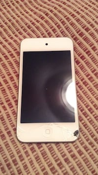 AS IS!!!! White ipod touch  - 8gb