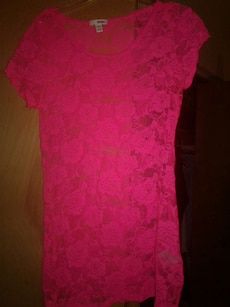 Hot pink tee size small