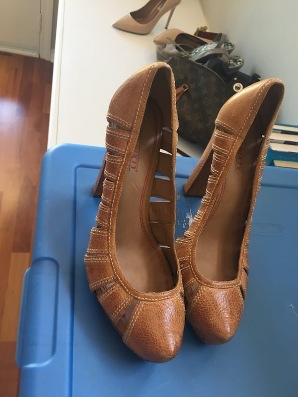 pair of brown pointed toe high heels 8a1017b4-bbad-4000-b149-a91a4744ff55
