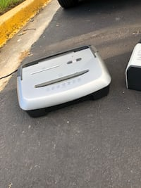Disc/card/ paper shredder and can White Plains, 20695