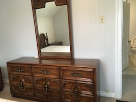 Traditional Dresser with mirror