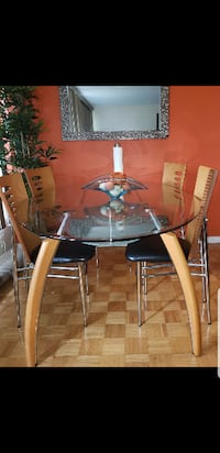 Mordern  glass dinning table and four chairs TORONTO
