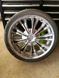 """Rims from a 07 dodge charger  22"""" rims"""