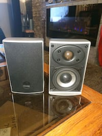 one pair bookshelfe athena speakers very good con Kitchener, N2A 1T1
