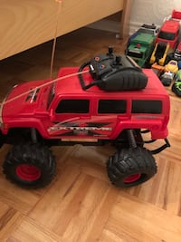Extreme terrain RC truck toy