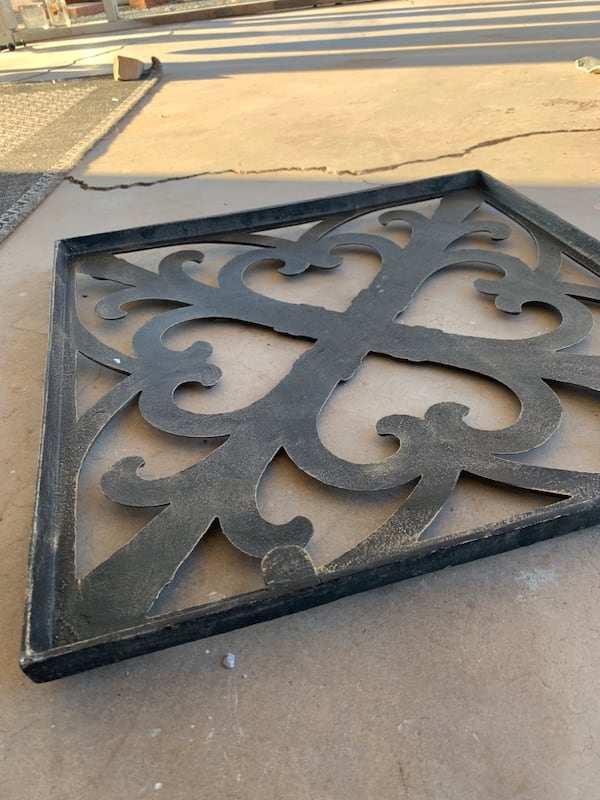 iron wall decor c978b017-acab-4ada-9a03-28dc787f6662