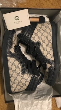 Real Gucci mens shoe with crocodile toe  Lancaster, 93536