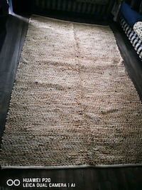 carpet modern ...no animal and no kids ...the pric Laval, H7W