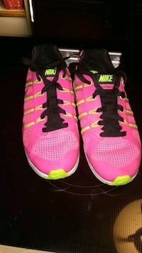 pair of pink and-yellow Nike shoes Louisville, 40215