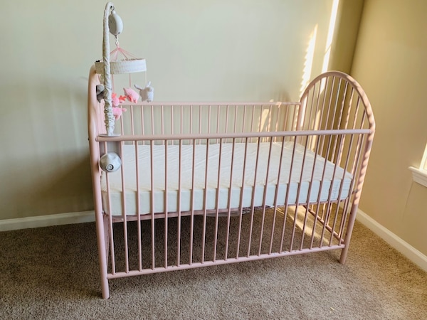 Crib with soft mattress 0