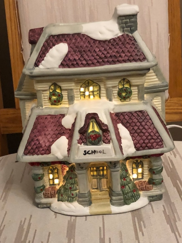 CERAMIC CHRISTMAS VILLAGE HOUSE