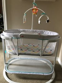 Fisher Price Soothing motions bassinet. Toronto, M1E 3R9