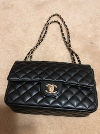 Chanel purse / side bag Hamilton, L9C 6B9