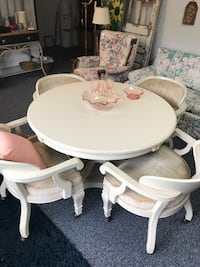 White pedestal table with 4 Chairs on casters Ocala, 34475