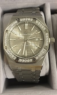 round silver-colored analog watch with link bracelet Richmond Hill, L4E