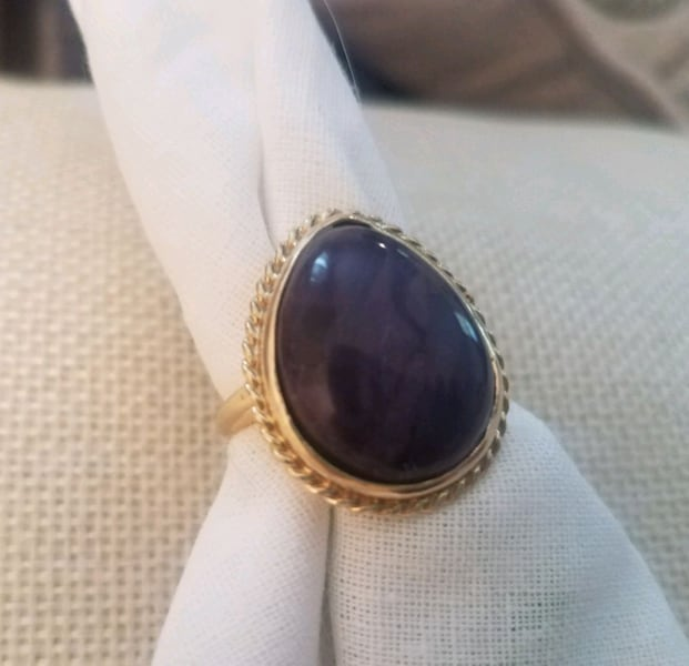Purple Sugilite Cab set in 14kt Ring Sz 5 3/4 6a474e03-b507-444f-a655-d3de71a1c8cf