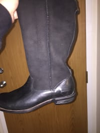 Pair of black leather and swayed ugg boots Halifax, B3R 1R3