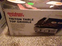 Table top Griddle comes with 3 propane tanks Apex, 27523