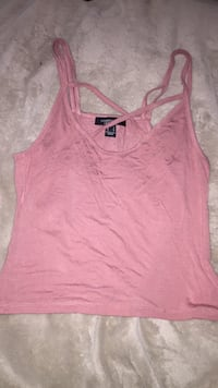 Pink crossed chest tank top  Winnipeg, R2X 1Z4