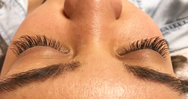 CLASSIC AND HYBRID LASH EXTENSIONS 2