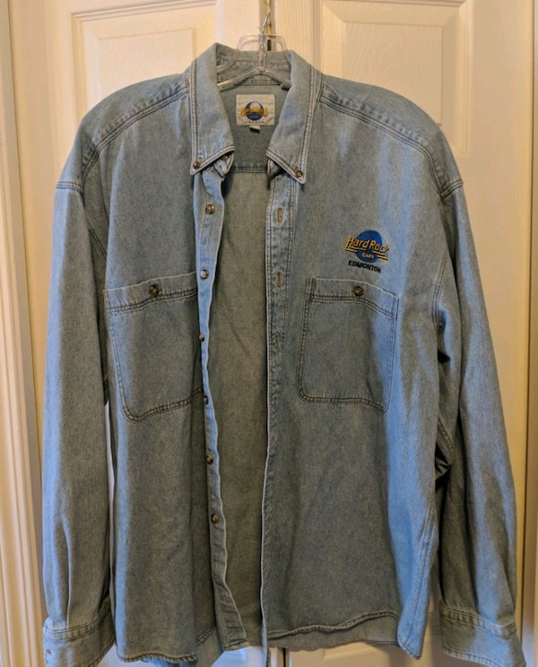 Hard Rock Cafe Edmonton denim shirt b0feda8b-b100-4ba0-8c6e-54995bd36ed0