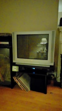white CRT TV with brown wooden TV stand Montréal