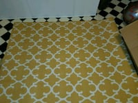 Brand New 5x7 yellow and cream rug 42 km