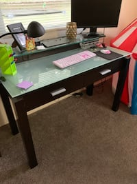 Desk - heavy glass top desk.  In great condition.  Needed a bigger work space, the only reason I'm selling it.   Pasadena, 21122