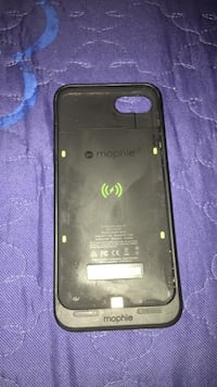 black iPhone 7 charge case