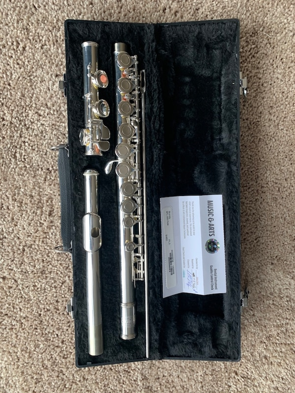 Refurbished Bundy BFL-300 Flute 3